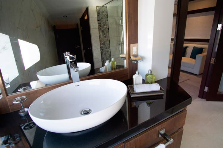 suite-bathroom-2